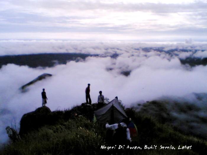 Hamparan Awan di Bukit Serelo